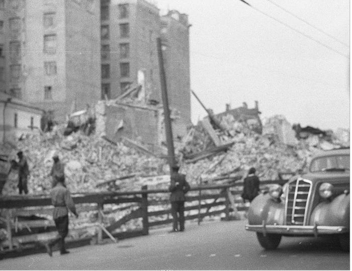 Снос старого здания на улице Горького. СССР, Москва, 1939 год.