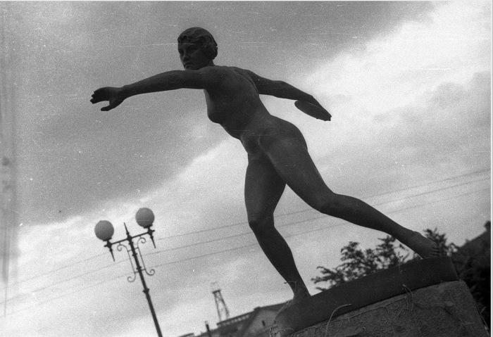 Скульптура Метательница диска. СССР, Москва, 1939 год.