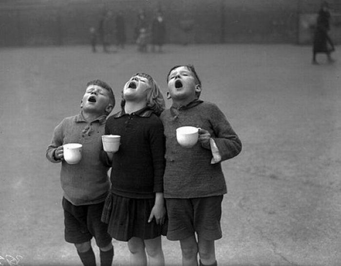 В советское время дети проводили больше времени на улице, их развлечения и забавы были куда более разнообразными, чем в наше время.