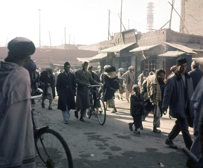 Уличная сцена в Кабуле в ноябре 1966 года.