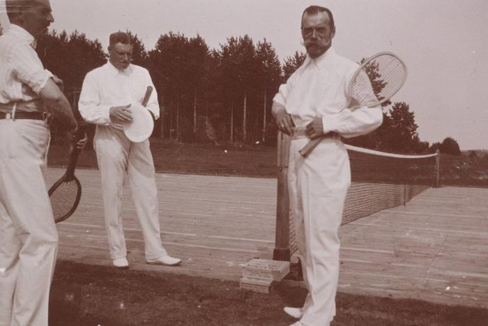Император Николай II на теннисном корте.