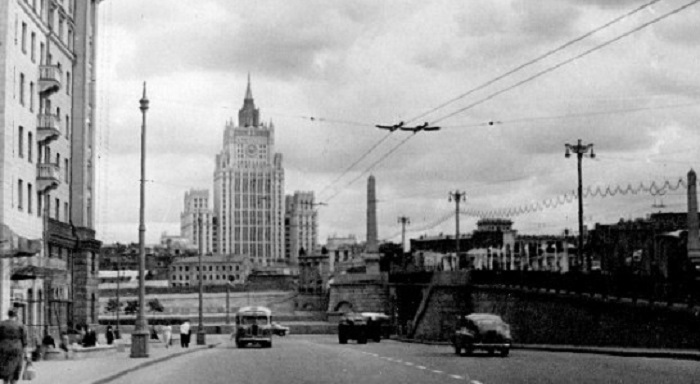 Бородинский мост и здание МИДа на Смоленской набережной. СССР, Москва, 1957 год.