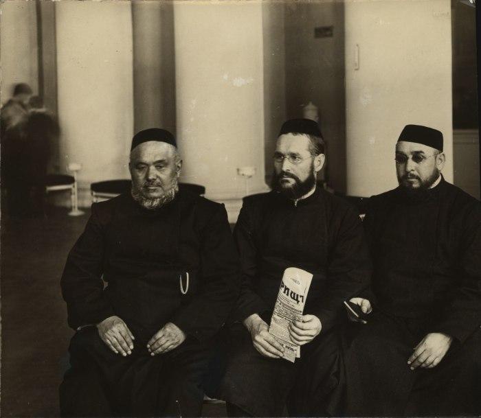 Депутаты-мусульмане, члены Государственной Думы II созыва. Российская империя, Санкт-Петербург, 1907 год.