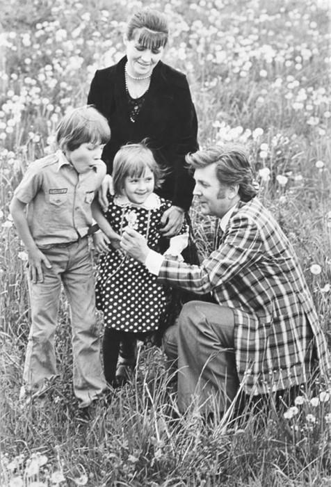 Художник Илья Глазунов с женой Ниной, сыном Иваном и дочерью Верой в 1978 году.
