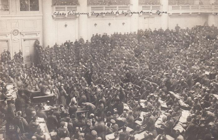 Коллегиальный представительный орган власти, созданный в первые дни Февральской революции и претендовавший на высшую власть не только в Петрограде, но и во всей России.