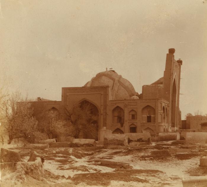 Общий вид на здание мусульманского учебного заведение. Бухара, Богоэддин, 1905 год.