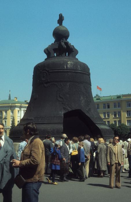 200 тонный Царь-колокол в Кремле. СССР, Москва, 1977 год.