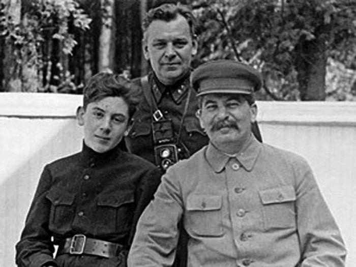 Власик Николай Сидорович с Василием и Иосифом Сталиными.