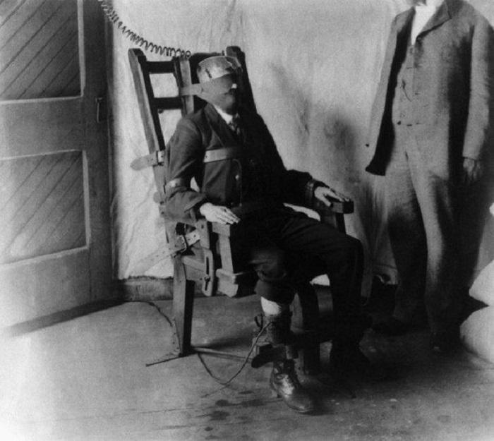Первые испытания электрического стула на заключенном, который был приговорен к смерти. США, 1956 год.