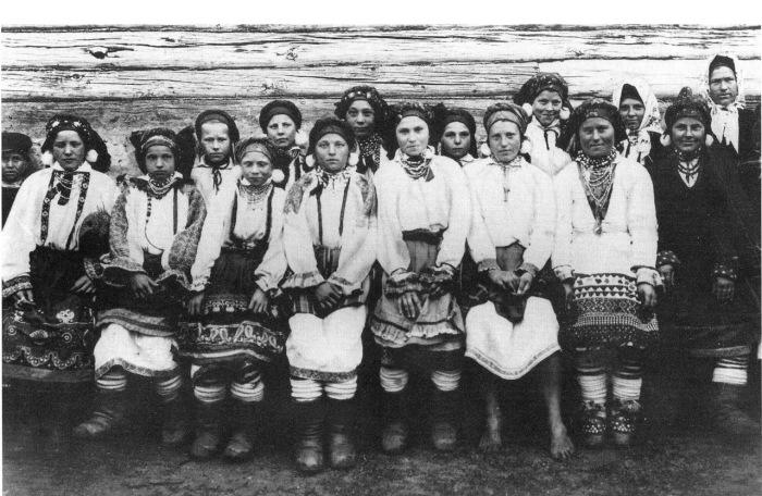 Группа девушек в праздничных нарядах. Тульская губерния, 1902 год.