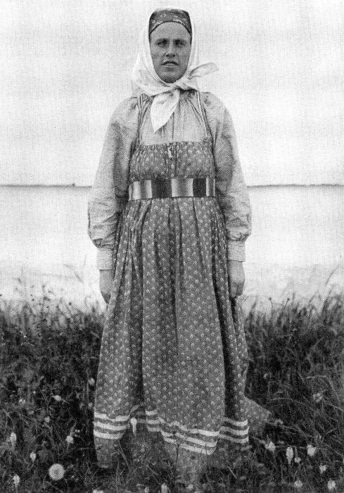 Женщина в будничном костюме. Вологодская губерния, 1911 год.