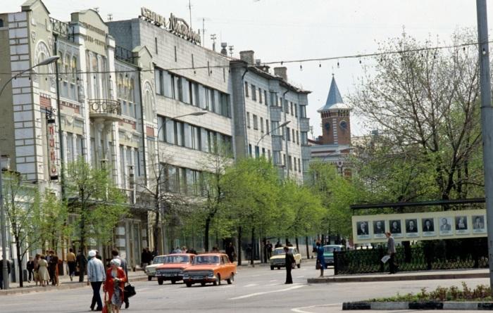 Центральная улица Ульяновска и Ленинского района. СССР, Ульяновск, 1981 год.