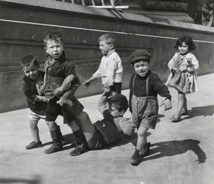 Маленькие неаполитанцы в 1938 году.