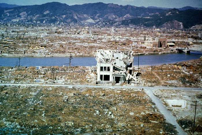 Разрушенная центральная часть Хиросимы через шесть месяцев после осуществления атомной бомбардировки в марте 1946 года.