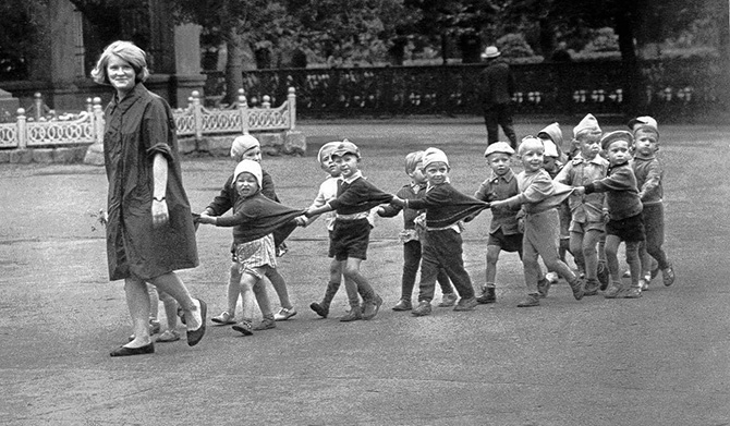 Прогулка в детском саду.