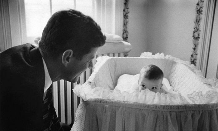 Джон Кеннеди со своей дочерью Керролайн.
