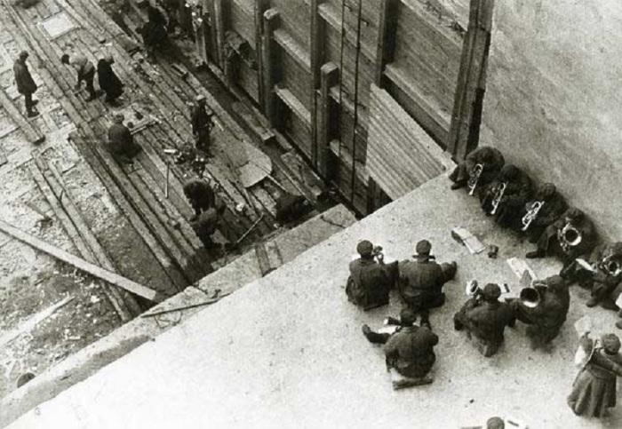 Работа под оркестр. СССР, Беломорканал, 1933 год.