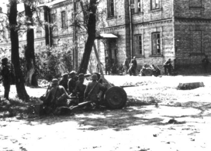 Немецкие ударные части в районе Бреста в 1941 году.
