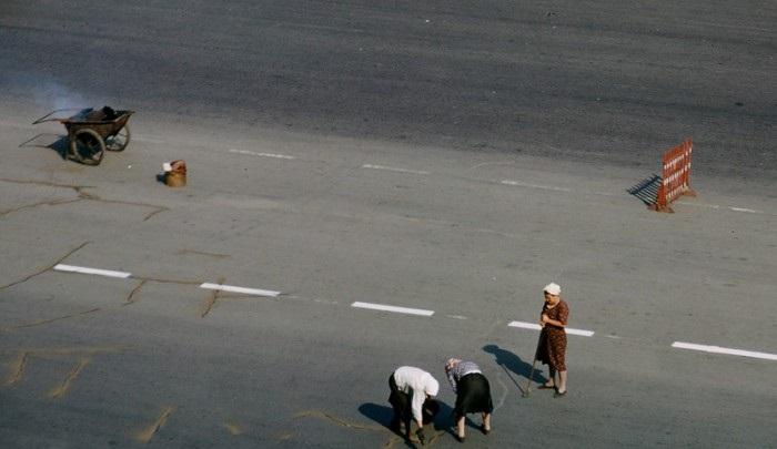 Ремонтные работы на улице Чайковского. СССР, Москва, 1950-е годы.