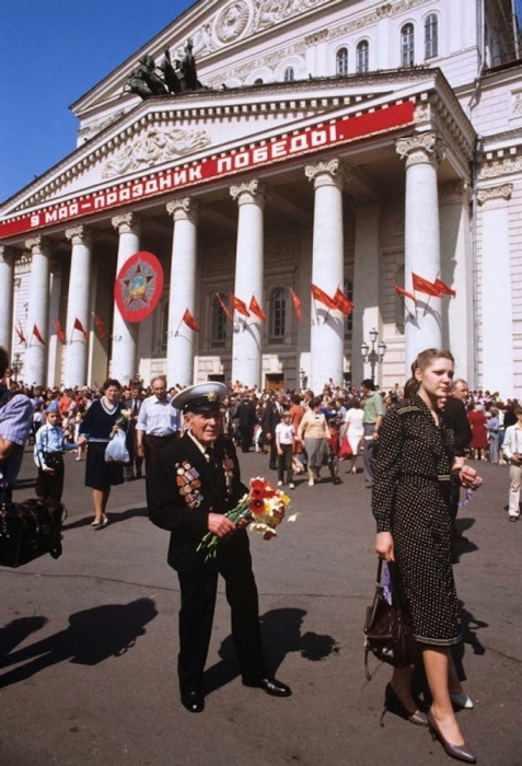 Военно-морской офицер 9 мая. СССР, Москва, 1984 год.