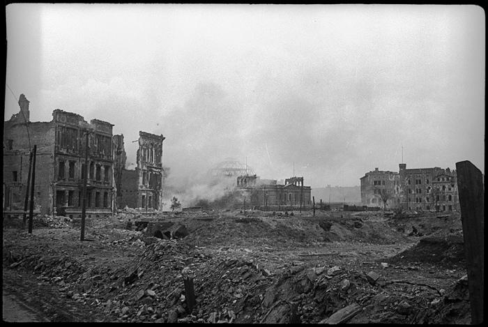 Панорама разрушенного Берлина в мае 1945 года.