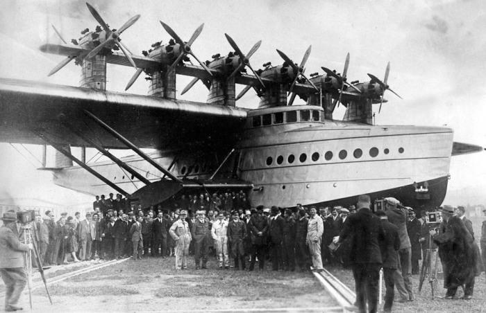 12 июля 1929 года, впервые поднялась в воздух гигантская летающая лодка «Дорнье» Do–X.