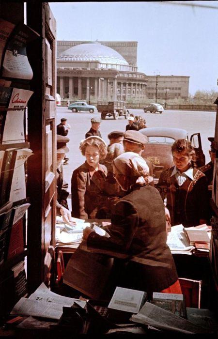 Торговля газетами и журналами. СССР, 1964 год.