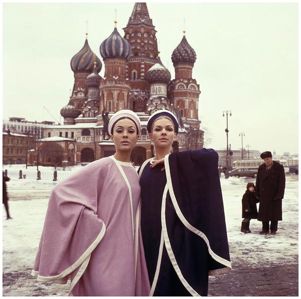Москва становится модным местом для фотосессий западных фэшн-журналов. СССР, Москва, 1965 год.