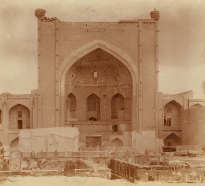Фасад мусульманского учебного заведение Богоэддин. Бухара, Богоэддин, 1905 год.