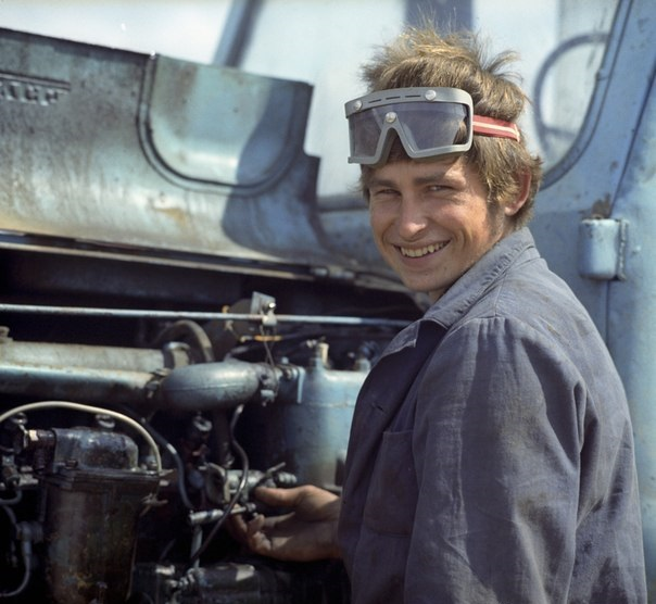 Портрет тракториста Юрия Тимофеева из подмосковного совхоза «Москворецкого» в 1977 году.
