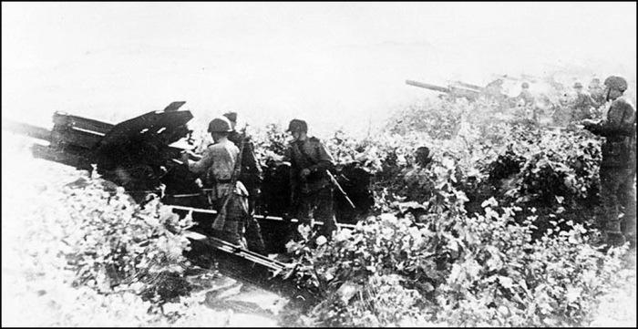 Вид огневой позиции советских войск. Маньчжурия, август 1945 год.