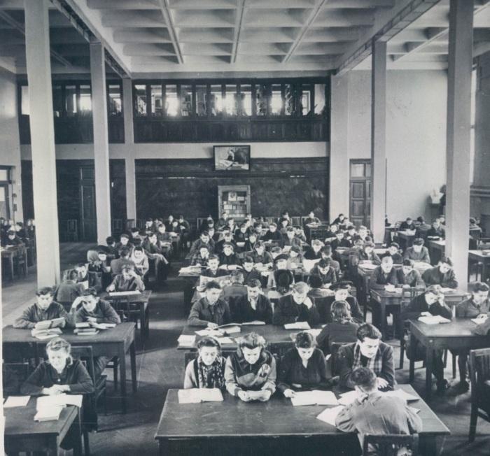 Читальный зал Ленинской библиотеки. СССР, Минск. 1948 год.