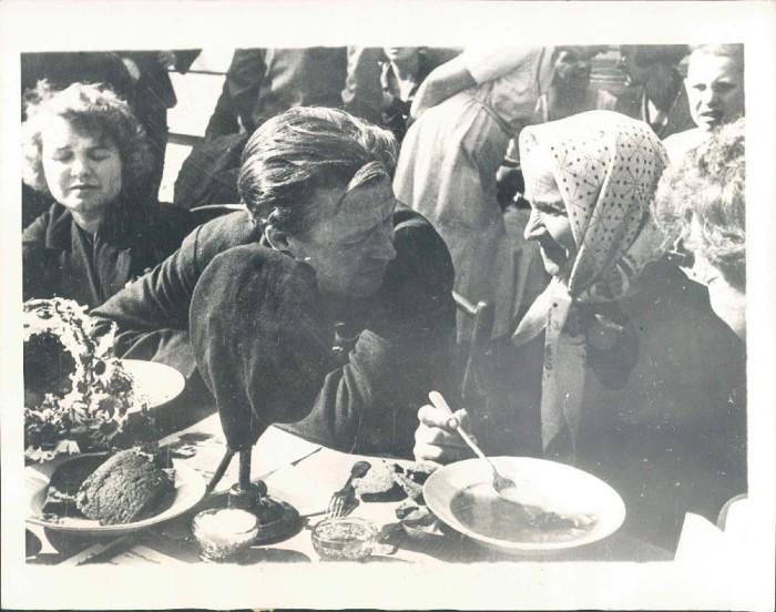 Обед в деревне Иринишное. СССР, 1934 год.