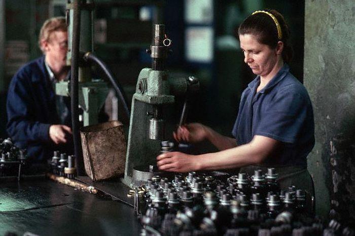 Рабочие первого государственного подшипникового завода. СССР, Москва, 1980-е годы.