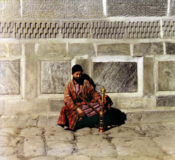 Богатый местный житель в центре Самарканда в начале 20 века.