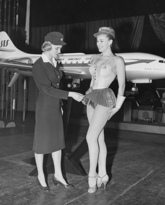Шведка Биргитта Линдман стала первой стюардессой, которая впервые в истории попала на обложку журнала «Life» в 1958 году. Неудивительно, что, когда руководство авиакомпании SAS в начале 1959 года решило сменить униформу для стюардесс, именно Биргитту пригласили для оценки и первого осмотра новой модели.