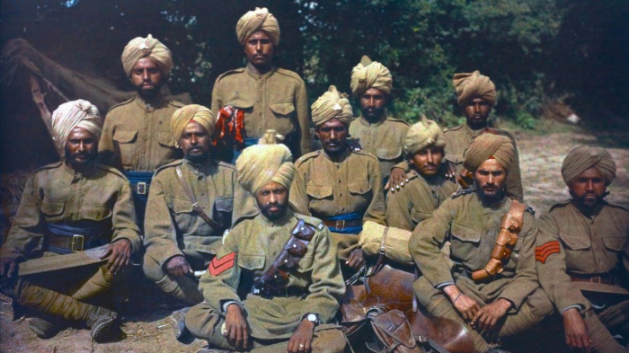 Британские колониальные солдаты из Пенджаба во Франции в 1917 году.