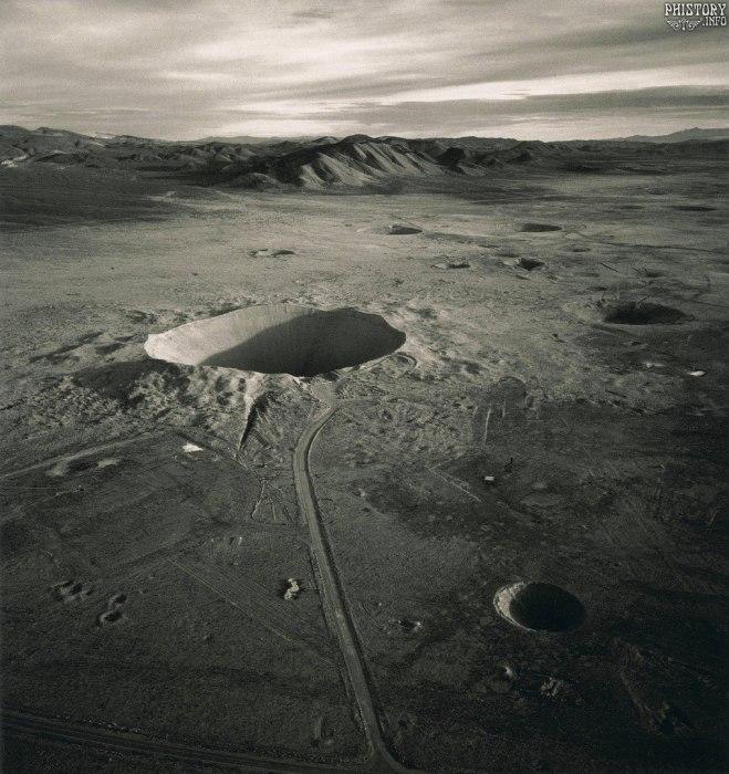 Кратер Седан, образовавшийся в результате подземного ядерного взрыва. Невадский испытательный полигон. США, Штат Невада, 1996 год.
