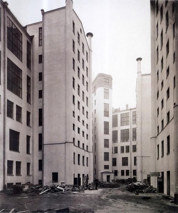 Двор у здания Центрального телеграфа. СССР, Москва, 1929 год.