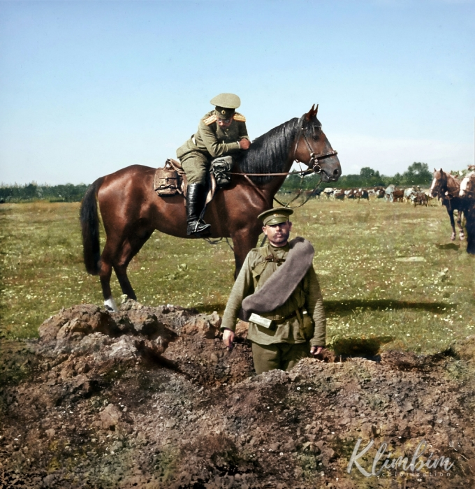 Воронка от попавшего в землю снаряда, 1914 год.