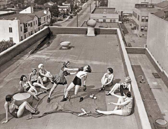Женский бокс на крыше в 1938 году.