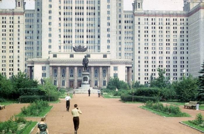 Главное здание Московского государственного университета. СССР, Москва, 1963 год.