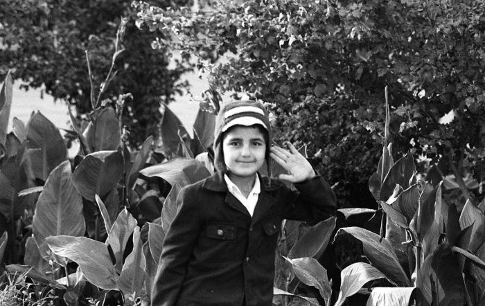 Мальчик отдающий честь. СССР, Узбекистан, Бухара, 1984 год.