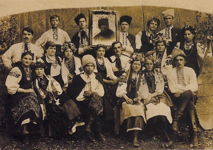 Актеры любительского драматического кружка. Село Триполье, Киевская область, 1914 год.