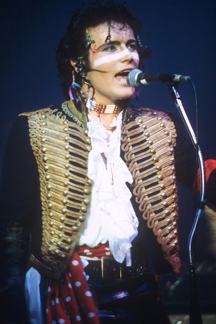 Британский рок-музыкант и певец.