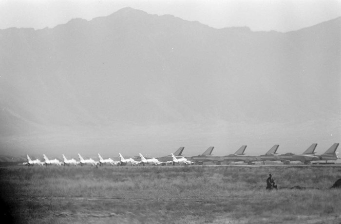 Истребители МиГ-15 и бомбардировщики Ил-28 во время визита президента США Дуайта Эйзенхауэра в Кабул, 9 декабря 1959 года.
