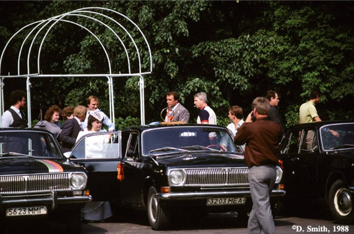 После свадебной церемонии. СССР, Москва, 1988 год.