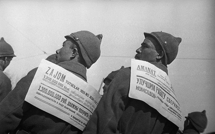 Агитаторы сберегательных касс. 1936 год. Фото: Max Penson.