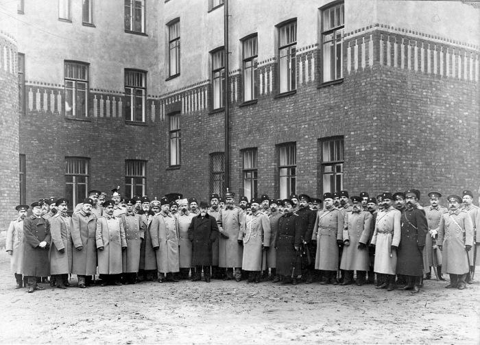 Группа офицеров бригады с шефом пограничной стражи. Россия, 1914 год.