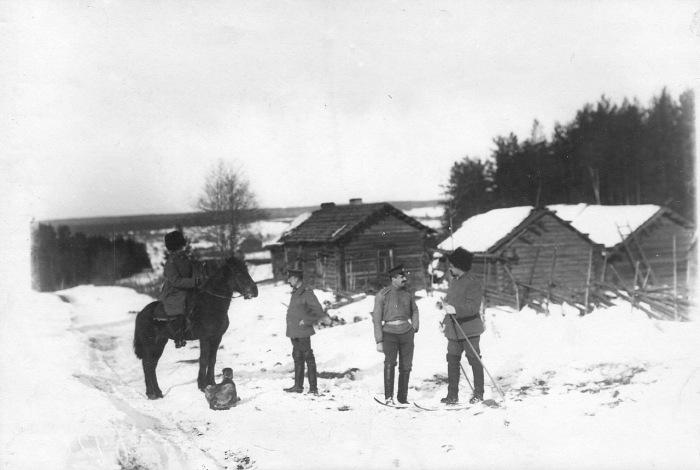 Группа офицеров стражи на лыжах в 1908 году.